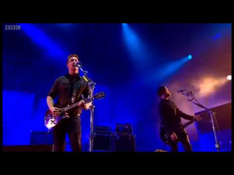 Queens of the Stone Age - Feel Good hit of Keeping a Secret (live @ Glastonbury)
