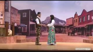 بالفيديو- الجمهور يستقبل رومانسية محمد أنور وسارة درزاوي في ''كاوبوي'' بتصفيق حاد