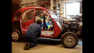 Repeat youtube video Décaissage d'une 2CV de 86 en 5 minutes/Disassembling a '86 2CV in 5 minutes