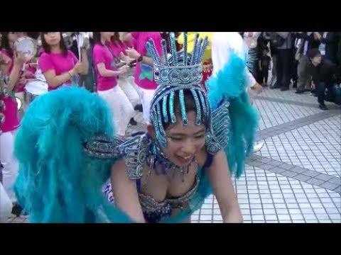 駅前広場でサンバパレード 東京外国語大学ブラジル研究会 SAMBA
