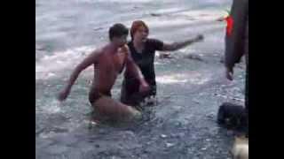 Школьник прыгнул в ледяную воду к тонущей собаке