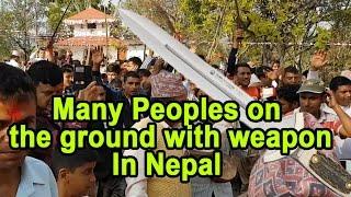 पाल्पामा सयौ मानिसहरु तरवार सहित बाहिर निस्किए ,People on the ground with Weapons in Palpa Nepal.