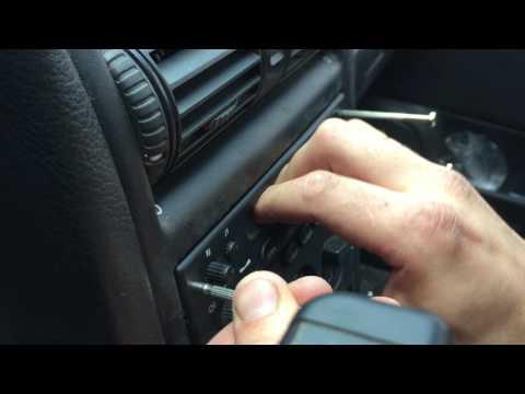 Как снять стандартную магнитолу с Opel Astra