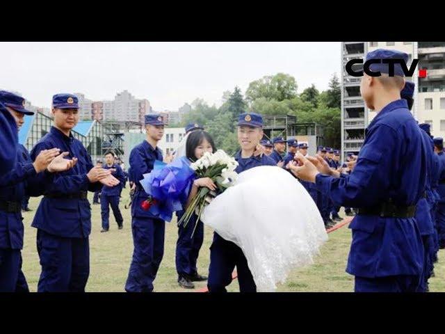 [共同关注] 700名消防员当伴郎 迟到两年的婚礼终于圆满 | CCTV