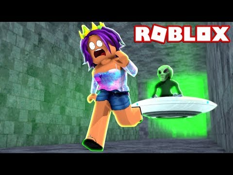 ESCAPING AREA 51 IN ROBLOX!