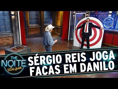 The Noite (03/08/15) - Sérgio Reis Atira Facas Em Danilo Gentili