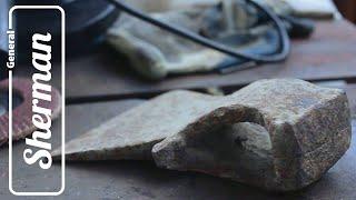 Старый ржавый топор