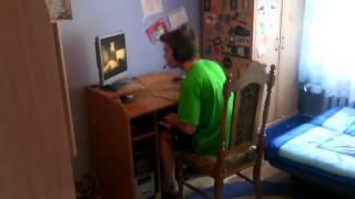 Destroza la Computadora Jugando Counter Strike (Esta Loco)