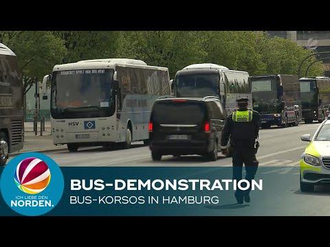 Stillstand wegen Corona-Maßnahmen: Reisebusunternehmer protestieren in Hamburg