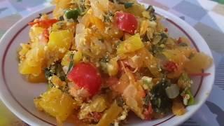 Приготовление очень вкусного и сочного овощного рагу из тыквы  с замороженной зеленью и яйцом.