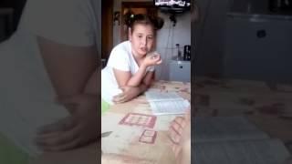 Девочка и уроки 😂. Огурцы