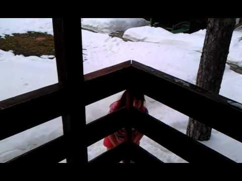 Видео голые девочки купаются в снегу фото 667-410