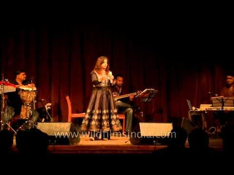 Rekha Bhardwaj sings 'Ab mujhe koi intezaar kahan' - Mussoorie
