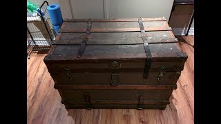 When A Guy Inherited His Great Uncle's Chest, He Opened It To Reveal A False Bottom Full Of Secrets