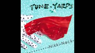 "tUnE-yArDs - ""Look Around"""