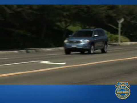 2008 Toyota Highlander Review - Kelley Blue Book - YouTube