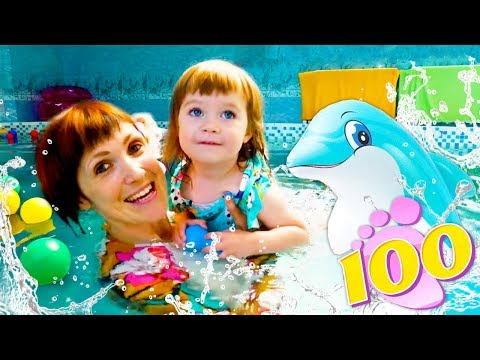 Привет, Бьянка и мама Маша Капуки в бассейне - Видео для детей