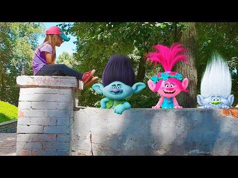 Trolls and Humpty Dumpty sat on a wall Song for kids Тролли и Юля Песенка про Шалтая-Болтая