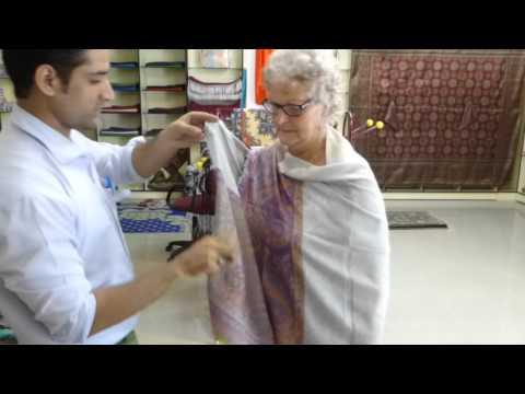 Kiwi  Robin on how to wear a cashmere Pashmina Cochin India