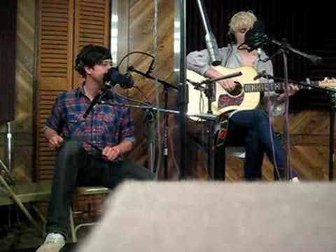 Laura Marling and Marcus from Mumford and Sons perform Ghosts at KEXP in New York