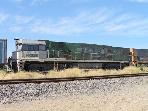 Freight Train Arrives at Dynon freight yards, Melbourne - PoathTV Australian Trains