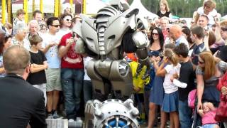 Video TITAN the Robot @ Isle of Wight Garlic Festival Aug 15 2010 download MP3, 3GP, MP4, WEBM, AVI, FLV Agustus 2018