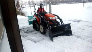 Repeat youtube video 小さなトラクタで除雪してみた!