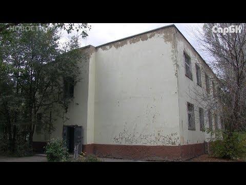 Жители дома на ВСО жалуются на текущую крышу и проблемы с электричеством