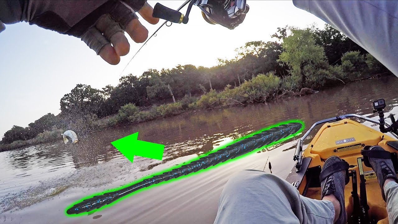 summer-kayak-bass-fishing-with-subtle-finesse-worm-tactic
