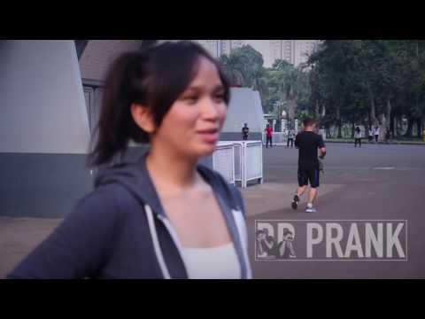 PRANK IN JAKARTA (CARA BERKENALAN DENGAN WANITA) YouTube thumbnail