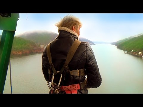 THE WORLD'S MOST DANGEROUS BUNGEE JUMP!!