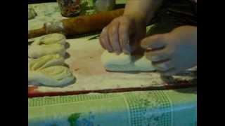 Плюшки с сахаром из дрожжевого теста(В этом видео я показываю, как формировать плюшки с сахаром из дрожжевого теста - простые и плюшки-бабочки...., 2013-05-21T18:58:48.000Z)