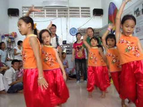 Bài múa: Trống Cơm