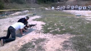 Disparando ametralladora M60