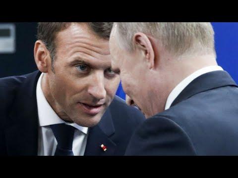 À Saint-Pétersbourg, Emmanuel Macron et Vladimir Poutine insistent sur ce qui les rapproche