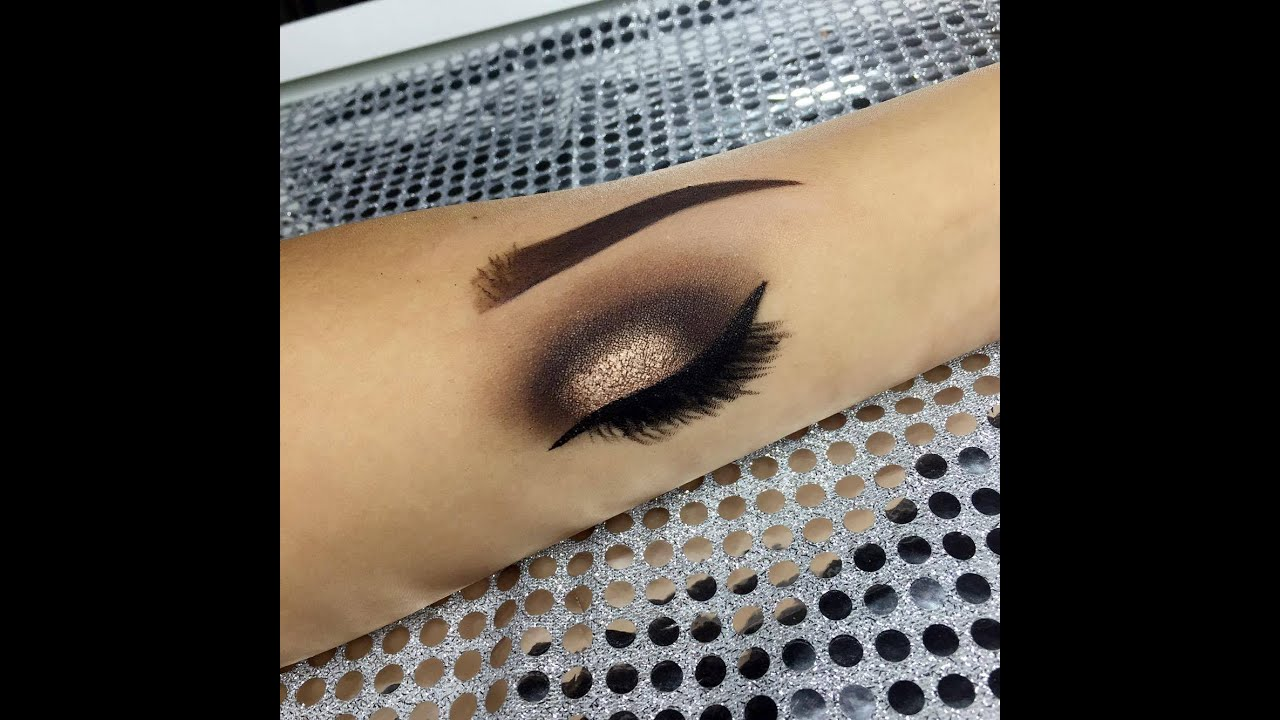 How to draw a eye with makeup youtube ccuart Images