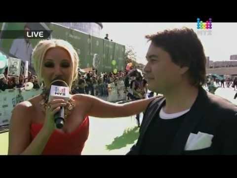 Арман Давлетьяров на красной дорожке Премии Муз-ТВ 2012