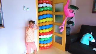 As crianças brincam com balões | Coleção de vídeos para toda a família!