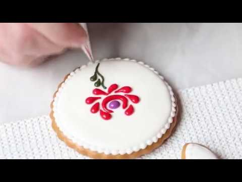 Decorate Your Cookies with Traditional Hungarian Lace Designs