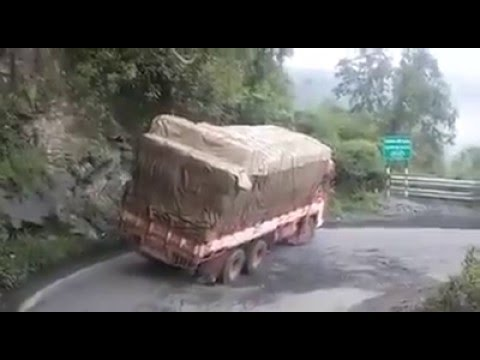 The Foolish Lorry Driver  Live Accident in Sabarimalai Kumuli Road at India