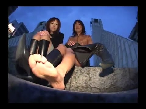 素足 ブーツ 足の匂い