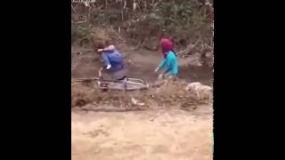 Video Video lucu sepasang kekasih naik sepeda.. NGAKAK HABESS download MP3, 3GP, MP4, WEBM, AVI, FLV Oktober 2018