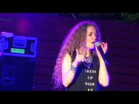 2017 Amanda Marshall concert 12 Dark Horse