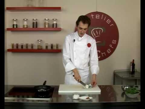 recette-de-feuilletés-de-pousses-d'épinards-au-macis-et-fromage-sainte-maure
