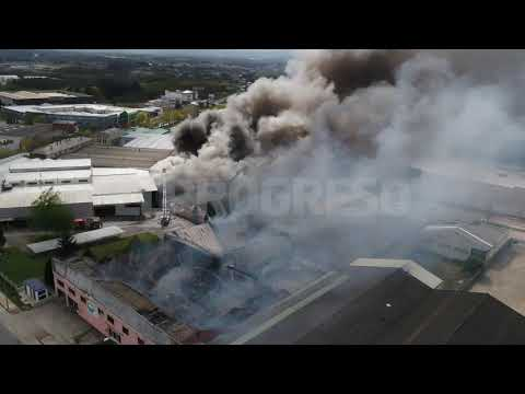 Impactantes imágenes inéditas de la lucha contra el fuego en O Ceao