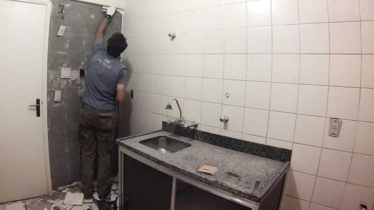 Como retirar azulejos em menos de 1 minuto youtube Como colocar ceramica en pared