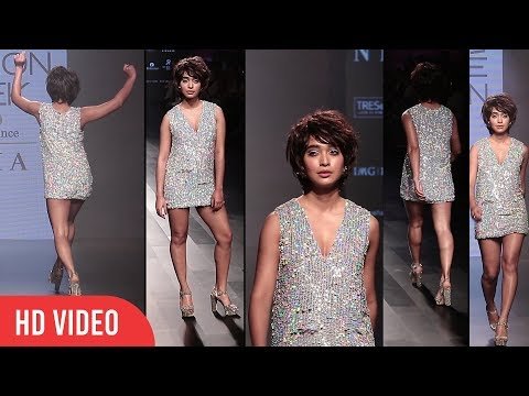 Showstopper Sayani Gupta Ramp Walk At Lakme Fashion Week Winter Festive 2017 | Hot Sayani Gupta