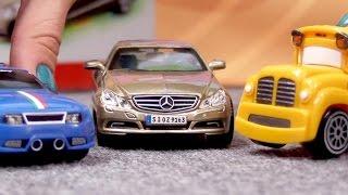 Speedy und Bussy - Wir bauen einen Mercedes - Bburago Autos