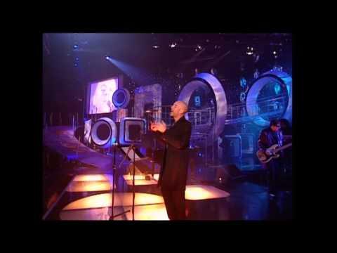 R.E.M. - Daysleeper - MTV Europe Music Awards 1998, Filaforum, Milan, Italy, 12 November 1998