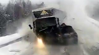 Происшествия на дорогах, страшные аварии, аварии и ДТП с видеорегистратора! #16(Происшествия на дорогах, страшные аварии, аварии и ДТП с видеорегистратора! В этом видео Вы увидите аварии..., 2015-07-16T20:37:57.000Z)